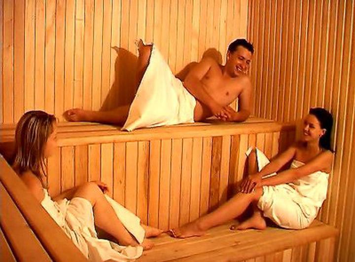 Секс в бане с грудастой видео 33